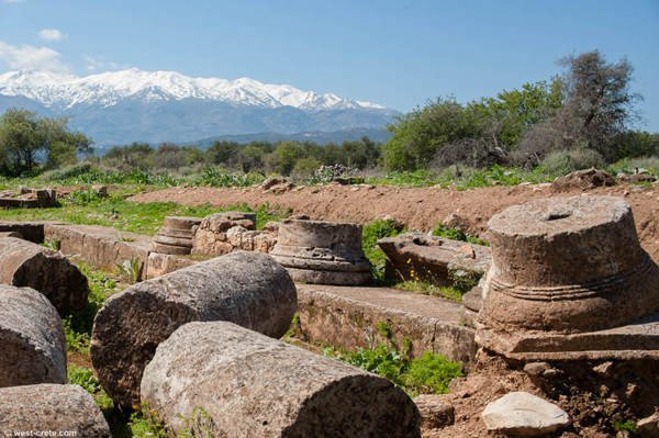 Photo of ruins in Crete.